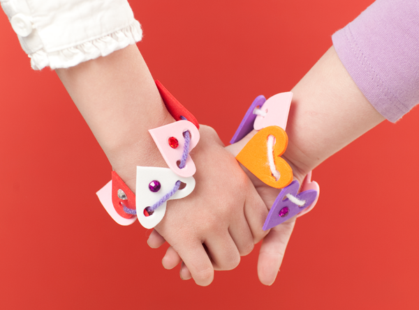 Heart-Foam-Bracelets-Make-and-Takes-for-Kids-Book-makeandtakes.com_